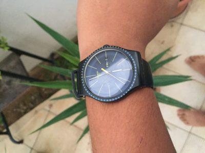 Privé: montre swatch oroginal presque nuef